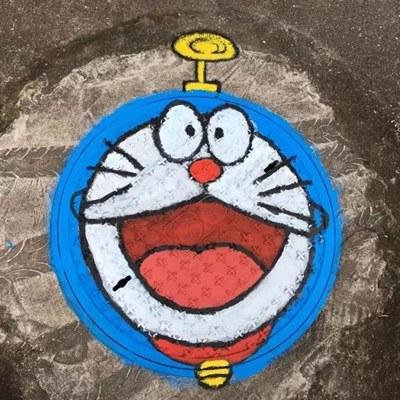 甬派:有创意!宁波大学生把校内窨井盖画成这样了